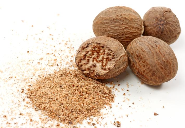 4 Myristica fragrans nuts, a legal deleriant.