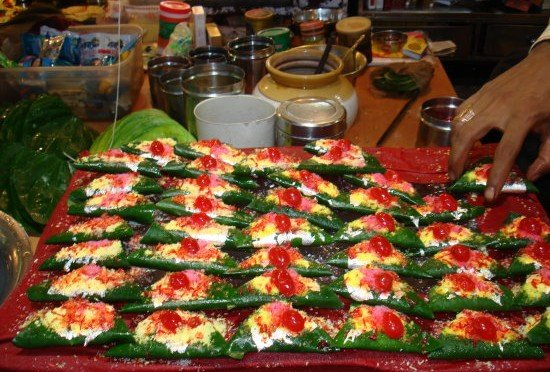 On the picture you can see 30 high-end paan masala on a plate ready to be served to customers.