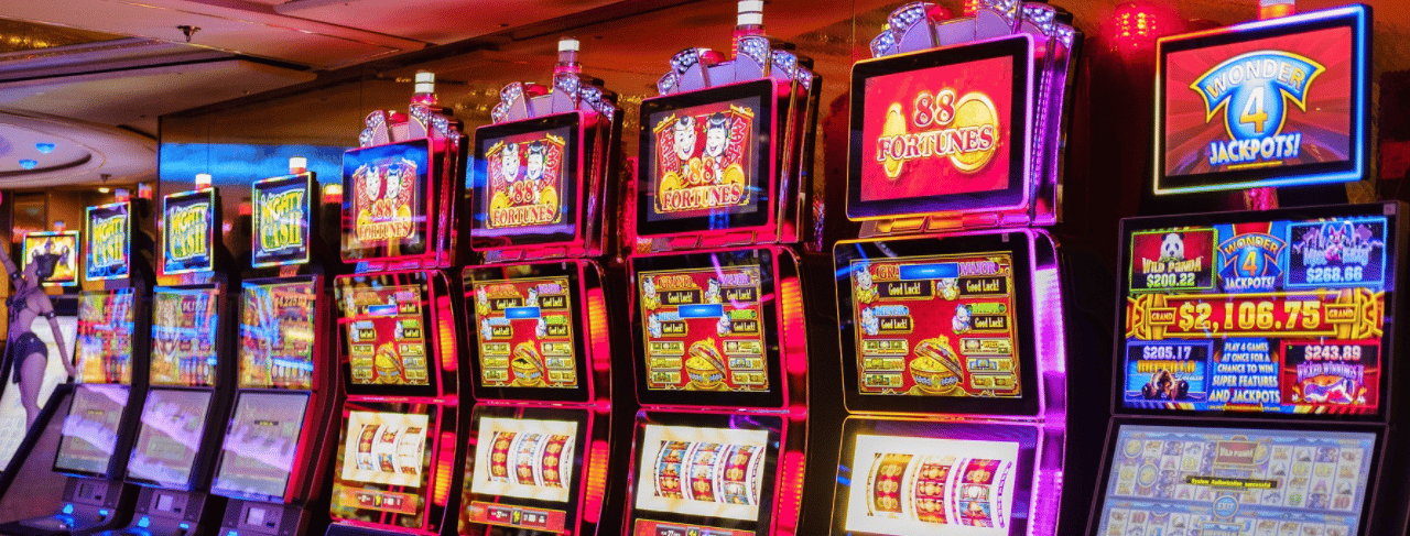This is a picture of a row of video slot machines in a casino. On this page, under the picture, you can find a list of digital mobile-compatible slots, which you can play online by clicking on their picture.