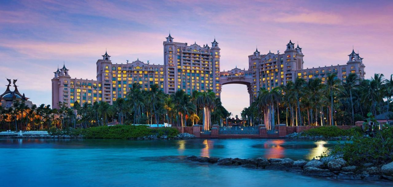 The famous Atlantis Resort and Casino in the Bahamas. This picture of the biggest casino in the Bahamas was taken from the outside during daytime. This is the header image of my guide to gambling in Bahamas.