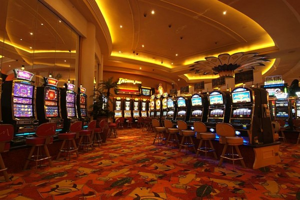 A picture of the slot machines at the Monticello Hotel & Casino in Chile.
