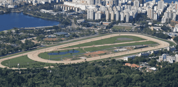 This is a photo of the Gávea Hippodrome in Rio de Janeiro (taken from a customer review, creative commons licence), where horse races are held regularly. On this page you can read about gambling establishments in Brazil.