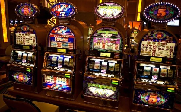 Slot machines on the picture. Some of them, the ones with a progressive jackpot with an upper limit are beatable.
