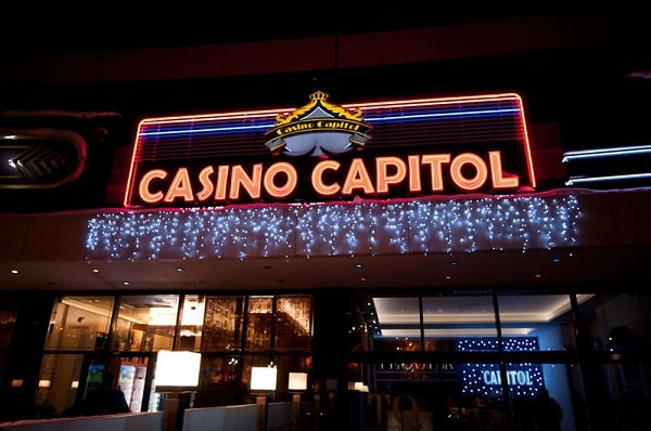 This a picture of the entrance of the Capitol Casino in Bulgaria. This is the header image of my guide about online gambling, online casino gambling and online casinos in Bulgaria.