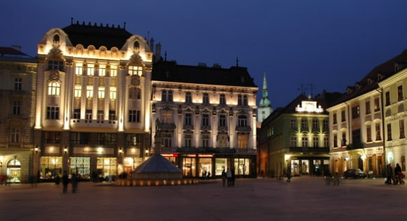 This is the header image of my guide to gambling and online gambling in Slovakia. The picture depicts the main squire of the capital of Slovakia, The Old Town Hall in Bratislava.
