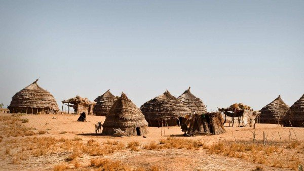The picture shows a village located in Niger. This is the header image of my guide to gambling and online gambling in Niger.