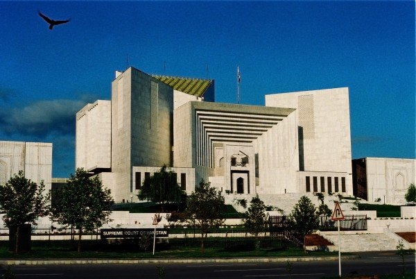 Picture of the Pakistani Supreme Court. This is the header image of my guide to the legal status of gambling and the lottery in Pakistan.