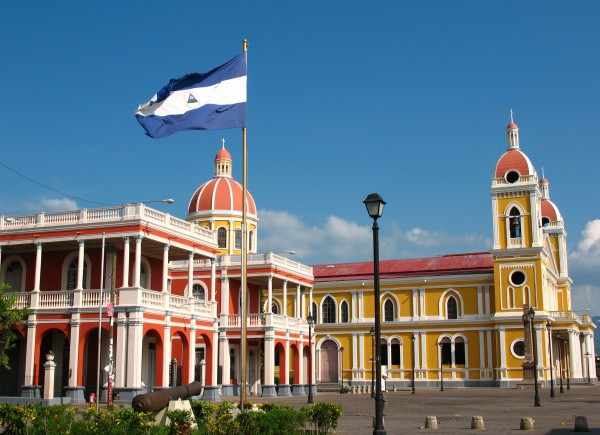 The picture shows you a building of a casino in Granada, Nicaragua. This is the header image of my guide to casino gambling in Nicaragua.