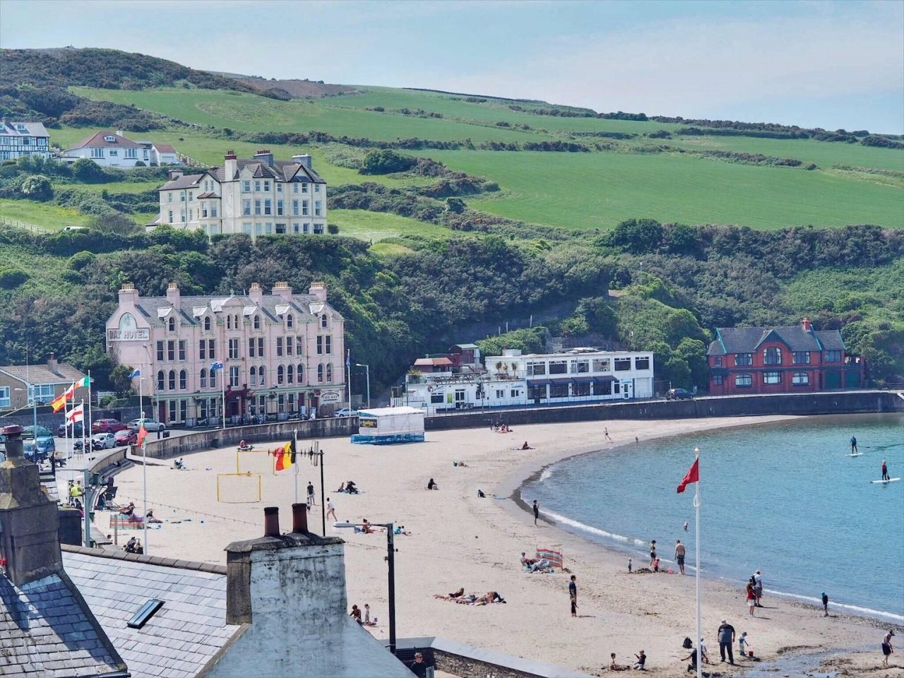 This is a picture of a beach during summer on the Isle of Man. Under the picture you can read about the gambling, sports betting, poker, bingo, bitcoin gambling laws and legislation and licenses in the Isle of Man.