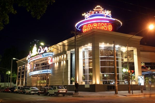 The exterior of Casino de Mendoza at night.