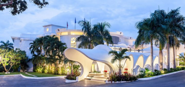 Entrance of the El Rancho Casino & Hotel in Haiti