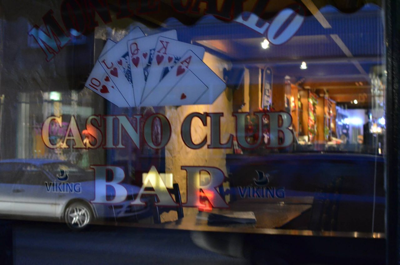 This is a picture of Casino Club Bar Mónacó in Reykjavik, Iceland. Depsite the name this is a pub with slots, nit a true casino. On this page, under the picture you can read about casinos, online gambling websites in Iceland and you can fin a list of onlien casinos, hwich accept players from Iceland.