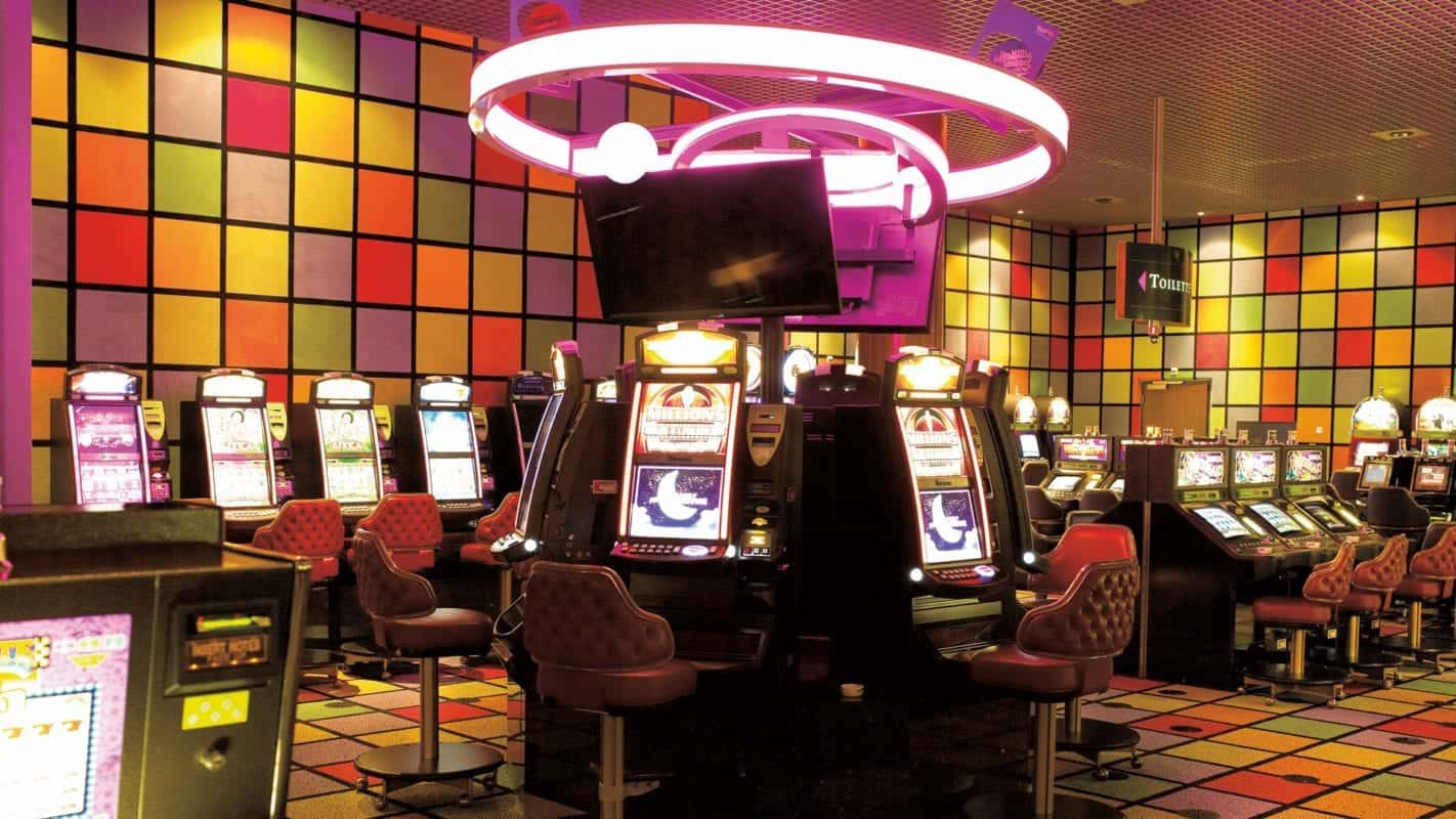 This is a picture of the interior of Holland Casino Breda, video slot machines can be seen on the picture. Under the picture, on this page you can read about land-based casinos, online casino gambling websites and bitcoin gambling establishments in the Kingdom of the Netherlands.