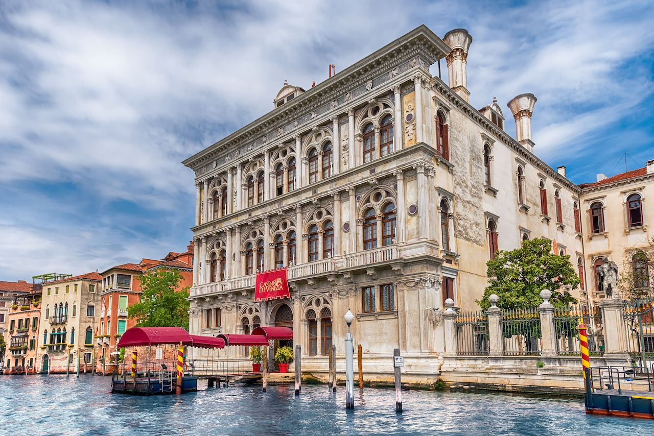This is a picture of Casino di Venezia, the oldest casino of Italy (since 1638). Photo was taken during daytime from the direction of the waterway. Under the picture, on this page yo ucan read about Italian casino gambling laws, online casinos and you can find a list of land-based casinos and a list of online casinos, which accept players from Italy.