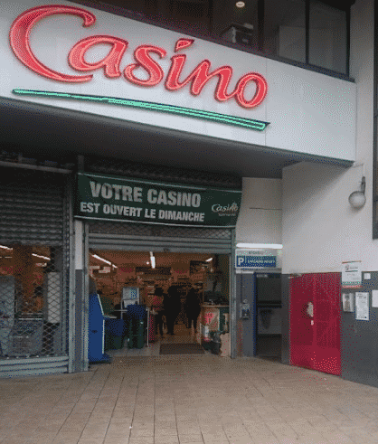 This is a picture of the front entrance of Casino Silo a gambling establishment in Fort-de-France, the capital of Martinique. On this page you can find info, address, opening hours, number and types of games, entrance fee, dress code of all the licensed land-based, offline gambling establishment in Martinique + a list of all the online casinos, which accept players from this French overseas territory.