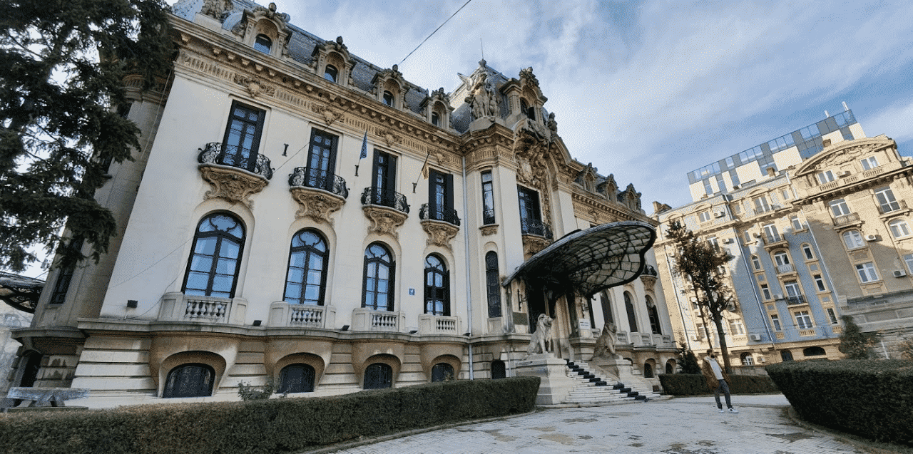 This is a picture of Palace Casino in the Casa Vernescu building in the capital of Romania, Bucharest. Under the picture you can read about brick and mortar Romanian casinos (list included), Romania online casinos and bitcoin, litecoin gambling websites that accept Romania players.