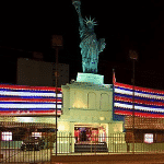 This is a picture of the building of New York Casino in the capital of Lima. To the right of the picture you can read more about this casino.