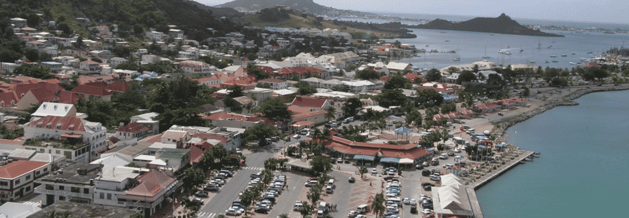 This is a picture of the skyline of Marigot, a capital of the French Overseas Collectivity of Saint Martin (Collectivité de Saint-Martin). On this page, you can read about the legislation, rules, licensing, taxation of the various forms of games of chance and online gambling in the country, including: poker, bingo, lottery, sports betting, cryptocurrency wagering, and a list of online gambling sites which accept players from the Collectivity of Saint Martin.