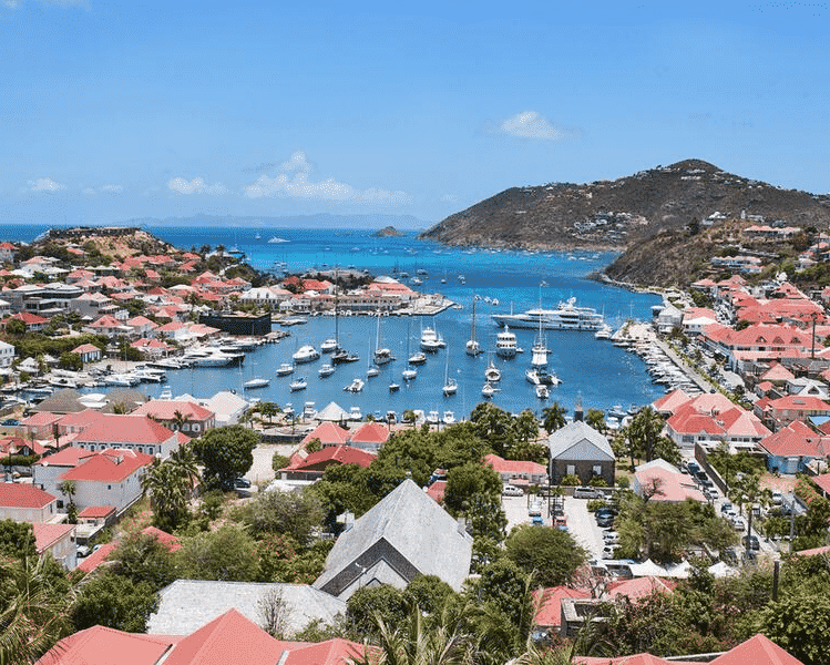This is a picture of the marina and port of Gustavia, the capital of the French island St. Barths. On this page you can find info, address, opening hours, number and types of games, entrance fee, dress code of all the licensed land-based, offline gambling establishment in St. Barths + a list of all the online casinos, which accept players from this French overseas territory.